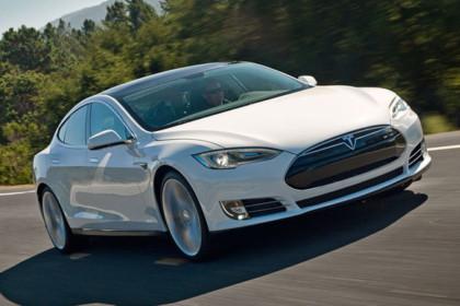 "Tesla Model S ""bate"" recordul la vanzari"