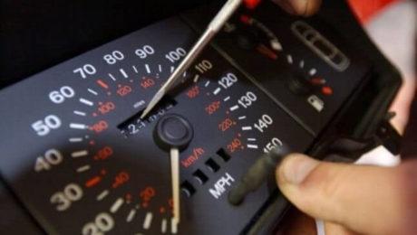 Modificarea kilometrajului aduce samsarilor de masini 45 de milione de euro anual