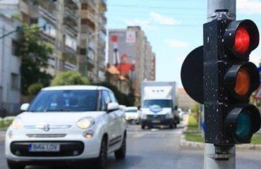 Prima strada din Romania cu sistem de depistare a masinilor care trec pe rosu!