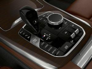 Noul BMW X5 xDrive45e iPerformance poate rula doar cu electricitate până la 80 de km!