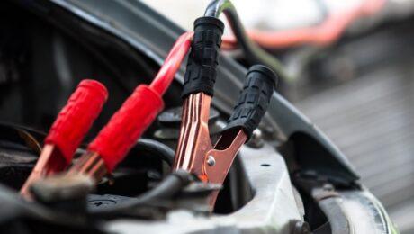 Cum sa pornesti masina daca bateria auto este descarcata complet