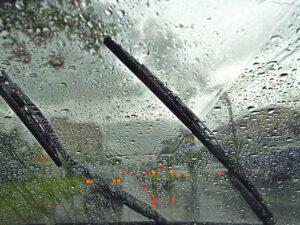 Sfaturi utile pentru siguranta la volan pe timp de ploaie